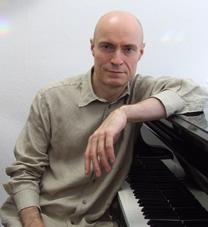 Dr. phil. Bernd Michael Sommer am Flügel