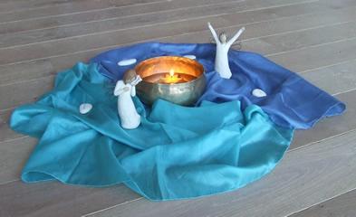 Engel - Klangschale - blaues Tuch