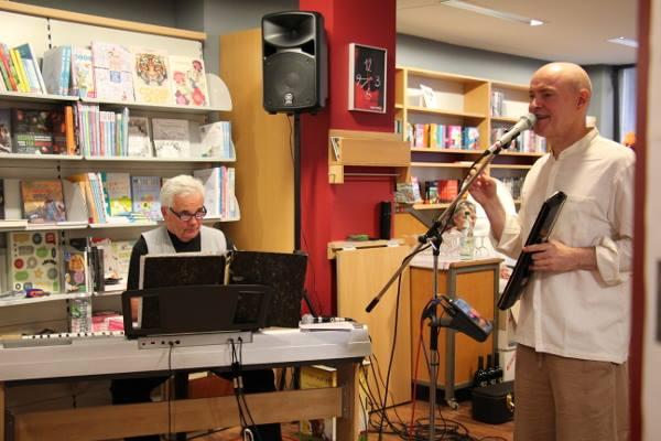 Andreas Puhl (Piano) und Bernd Michael Sommer (Stimme, Melodica, Gitarre, Perkussion)