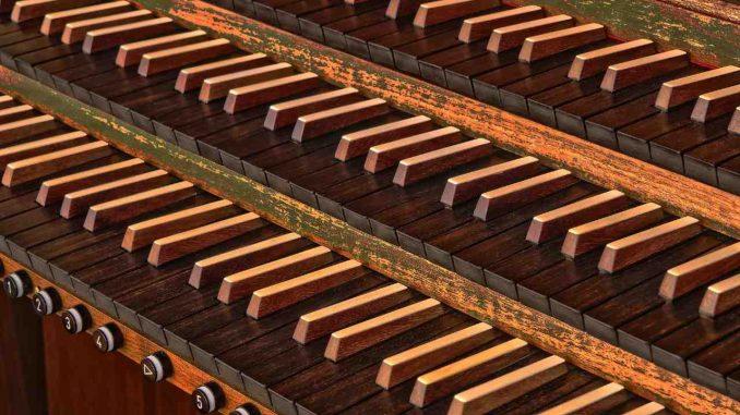 Orgel mit drei Manualen