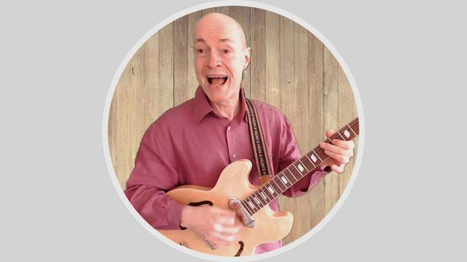 Bernd Sommer singend mit Gitarre Epiphone Casino